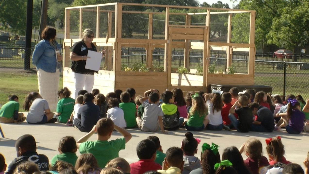 French Elementary reveal brand new Educational Garden - Crossroads Today